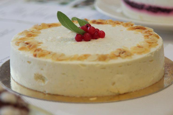 A Magyarország Cukormentes Tortája Háziverseny másik különdíjasa Gerő Eszter nyáridéző süteménye, a Ribizlis-zsályás túrótorta. Eszter nyereménye a versenyt támogató Internetpatika.hu ajándékcsomagja volt. Alább a recept! Ribizlis zsályás túrótorta