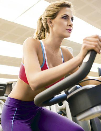 Como queimar mais calorias na bicicleta ergométrica Treino aeróbico