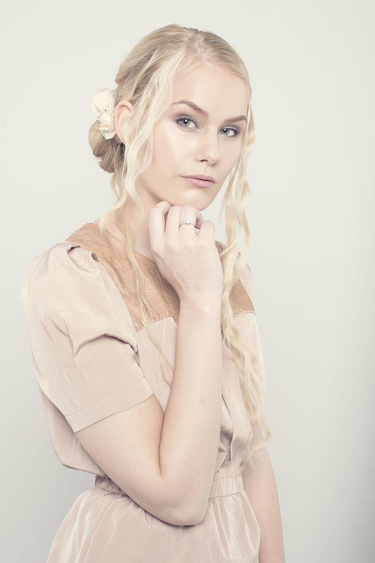 Fotograf Lars Evensen / Photographer Lars Evensen   Second hand fashion . Fretex Oslo Norway Studio Photography . Fashionphoto  Pose Female Model  Makeup Styling hair