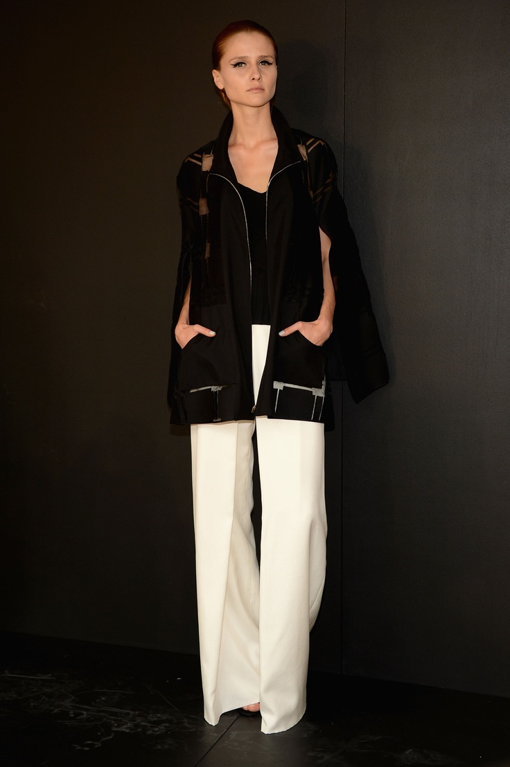 See thru Black over white pants at Pamella Roland #MBFWMi Moda, Swanky Sophisticato, Roland Mbfw, White Pants, Fashion Fun, Pamella Roland