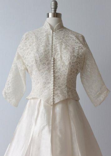 ヴィンテージウェディングドレス、アンティークウェディングのドレスを販売。50年から213年代、ビクトリア朝ドレス、アンティークドレス、結婚式や披露宴、二次会やフォトウェディングのドレスとしてご利用下さい。