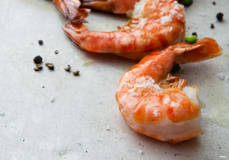 Roasted jumbo shrimp with jalapeño. A beautiful and simple way to cook shrimp. Makes the perfect appetizer before any meal or a delicious treat all by itself.