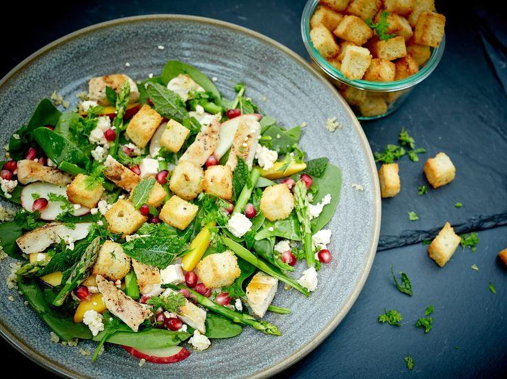 Sweet and crispy summer quinoa-chicken salad
