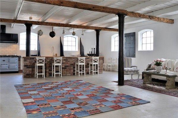 Modern-rustikale-Interiors-tisch-sofa-kücheninsel