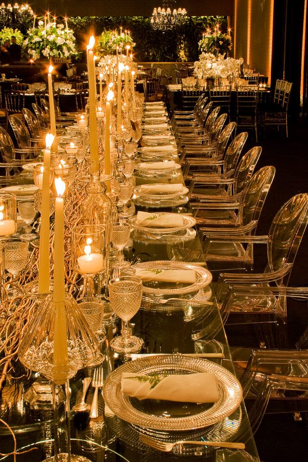 A sophisticated wedding party in Sao Paulo, Brazil. The main colors are black, dark gray and white.