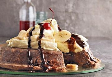 Upside down banana-split pie with chocolate fudge sauce