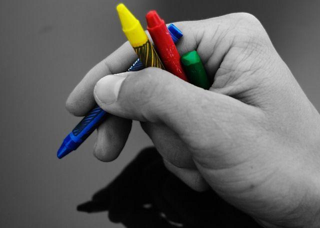 Wachs, Buntstifte, Kreide, Hand, Farbe, Schule, Müssen