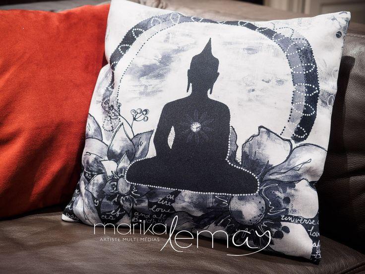 Housse de coussin imprimé Bouddha méditation sur canevas par Marika Lemay artiste mixed media rouge sarcelle jaune et noir de la boutique MarikaLemayArtiste sur Etsy