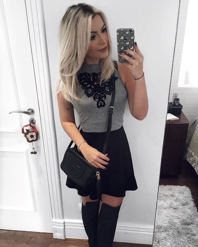 Black&Gray ☑️ // to adorando esse tempo mais frio para tirar os looks sóbrios do armário. Escolhi esse dress da @mikasafashion com Over The Knee para sair hoje a noite, não é fofo? Só jogar um casacão e to pronta ❄️ #MamaCastilho #LooksDaMama #lookofthenight #nightout #ootn #outfit