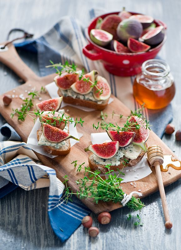 crostini with gorgonzola and figs | Desserts, sweets, etc | Pinterest