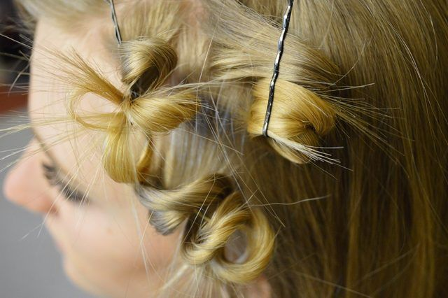 How to Pin Curl Short Hair