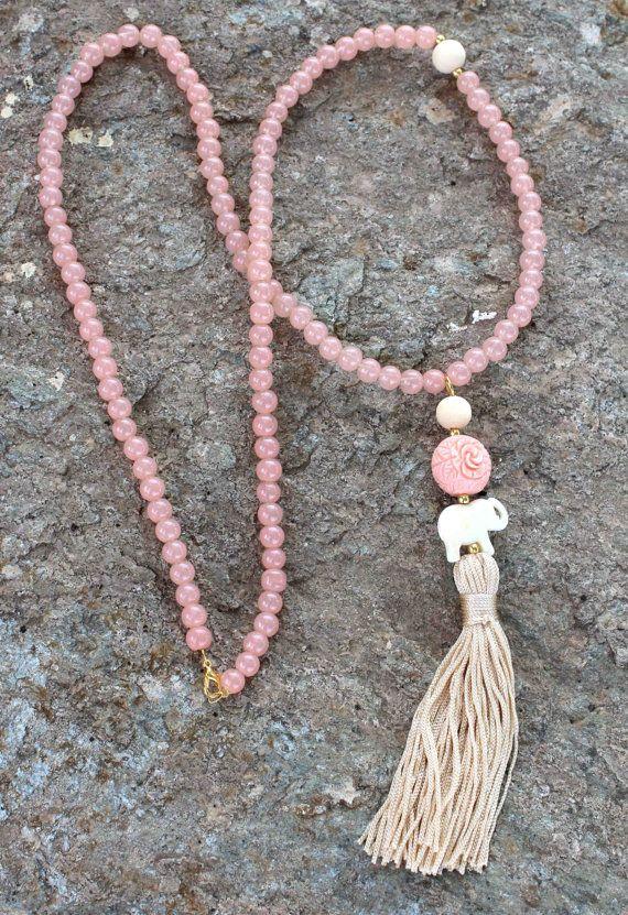 Light pink Tassel Necklace. Mala long beaded por lizaslittlethings