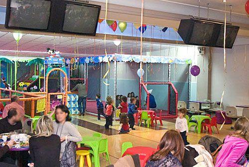 Συγκεντρώσαμε τους πέντε καλύτερους κλειστούς χώρους άθλησης και ψυχαγωγίας για όλη την οικογένεια, για τις… βροχερές μέρες που έρχονται!