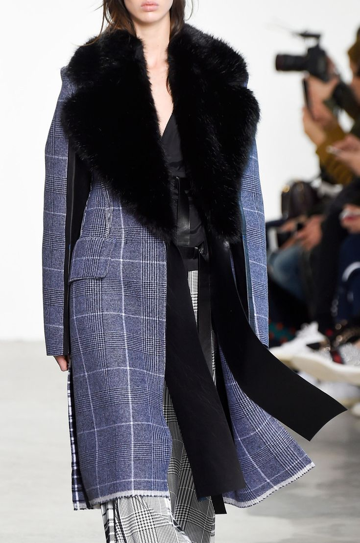Calvin Klein Collection Fall 2016 Ready-to-Wear Fashion Show
