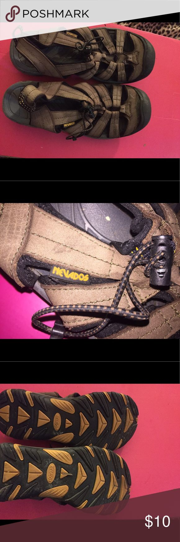 🌼Nevados closed toe sport/hiking sandals🌼 Good used condition. Lots of life left in these great sandals. Great for long walks, vacations, those with back or knee problems. Great quality sandals!! Check out my other items and bundle to save!! 😊❤️ nevados Shoes Sandals
