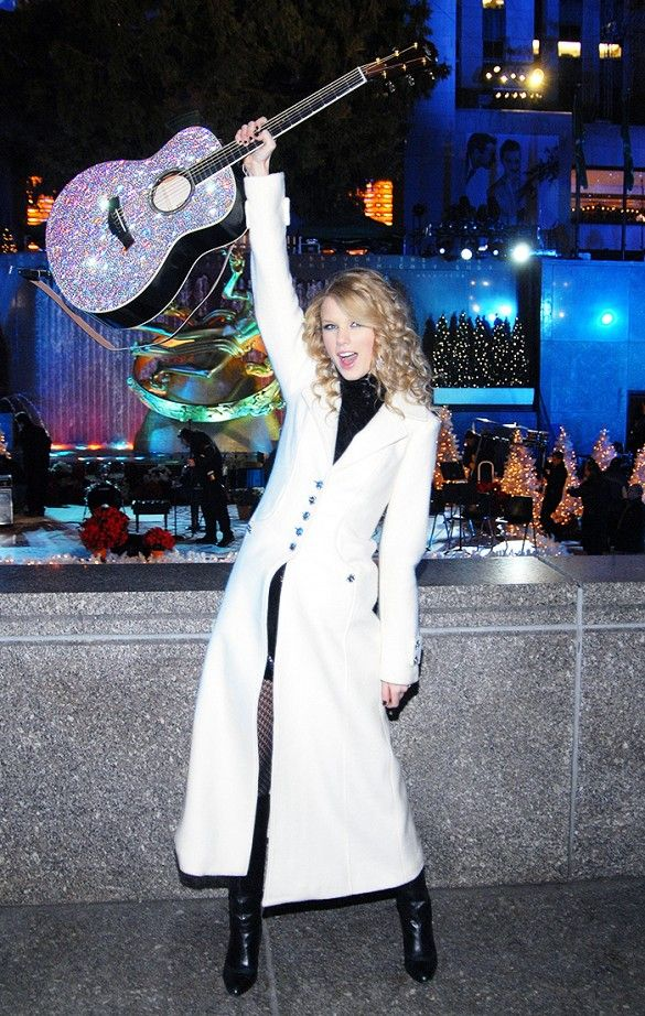 Flashback Friday: 11 Photos of Taylor Swift You've Never Seen Before via @WhoWhatWear