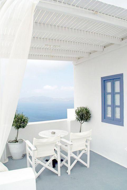 Balcony overlooking the ocean {we wouldn't mind relaxing here}