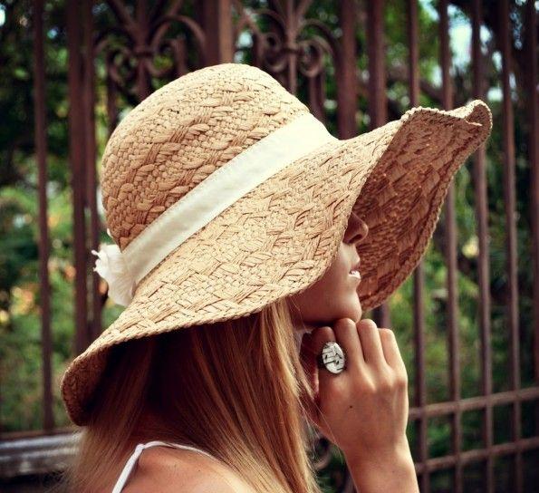 http://donna.nanopress.it/casa/cappelli-di-paglia-fai-da-te-come-realizzarli-e-decorarli-foto/P389161/