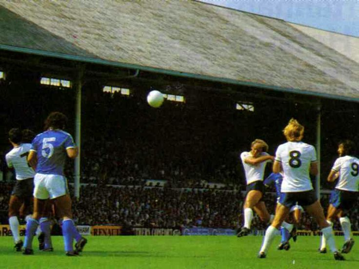 Tottenham 2 Brighton 2 in Aug 1980 at White Hart Lane. Terry Yorath shoots just over in the 1st Division clash.