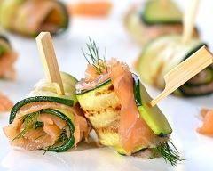 Roulés apéritifs de courgettes au saumon fume : http://www.cuisineaz.com/recettes/roules-aperitifs-de-courgettes-au-saumon-fume-86433.aspx