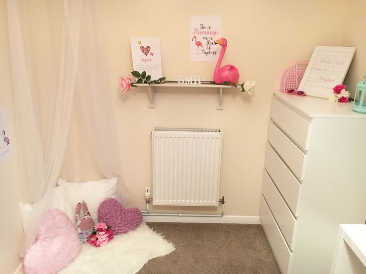 Simple toddler bedroom