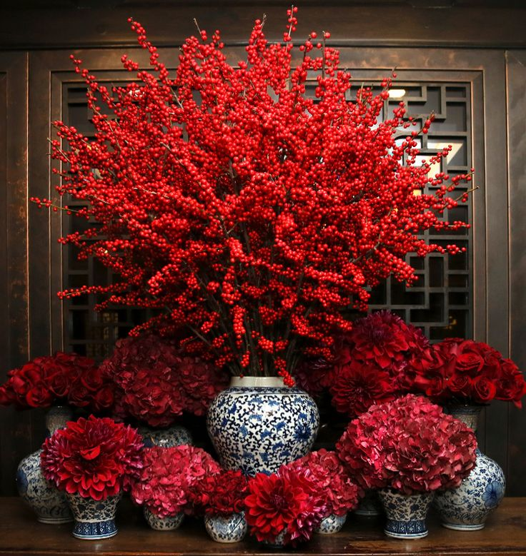 Tory shares her tips on holiday floral arrangements.