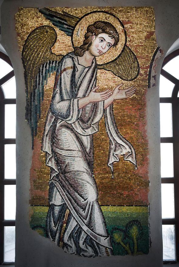 DESCOPERIRE: Al şaptelea înger de la Biserica Naşterii Domnului din Betleem a ieşit la lumină. Priveşte spre locul naşterii Mântuitorului din fosta grotă transformată în biserică de Sfinţii Împăraţi Constantin şi Elena | Victor Roncea Blog