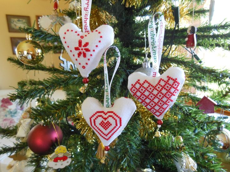 Pretty cross stitch hearts for the Christmas tree