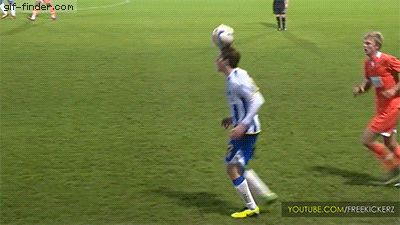 I laugh every time it hits him. #futbolvideos