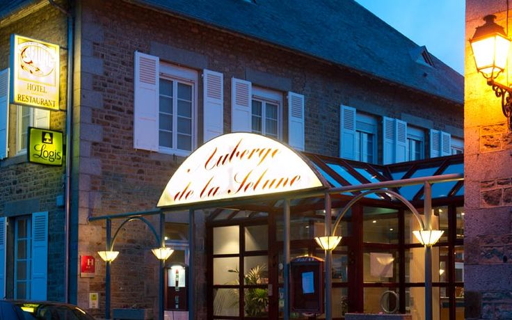 L'Auberge de la Sélune située à 18 km du Mont Saint Michel et à 9 km d'Avranches, vous propose de vous relaxer dans un hôtel de charme familial, Logis, disposant d'un jardin fleuri près d'une rivière à saumons.