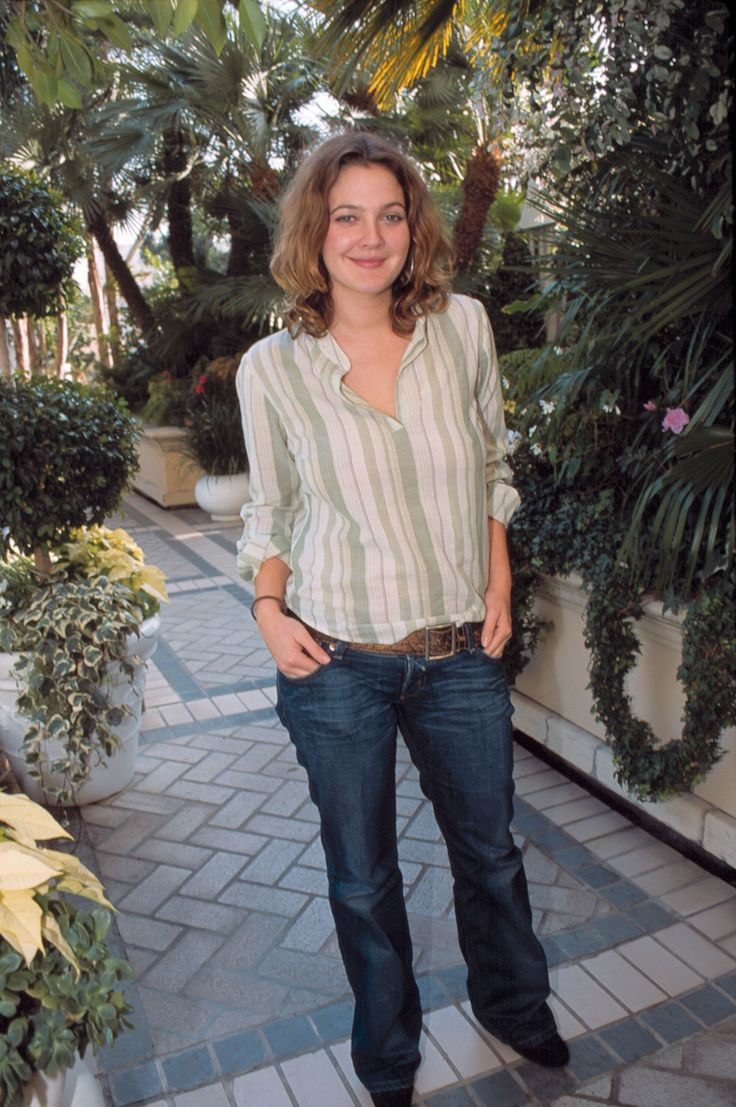{23 Pics} - Drew Barrymore Photo Session at the 'Confessions of a Dangerous ... 1