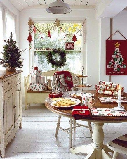 Decorazioni shabby chic per la sala da pranzo di Natale