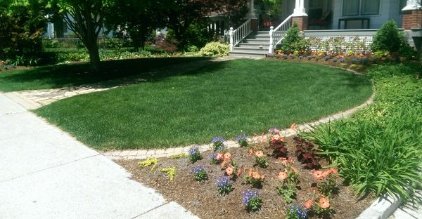 A Simple Way To Define Up A Front Yard Circular Garden Bed With A Border Of Mow Over Bricks