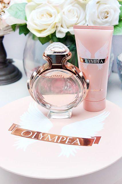 Deze sensuele geur van Paco Rabanne zorgt ervoor dat jouw valentijn zich voelt als een onweerstaanbare vrouw. Olympéa is niet alleen een lekker geurtje, maar ook een romantisch cadeau om te geven door haar lichtroze en vrouwelijke tinten. Onder andere te koop bij Douglas.