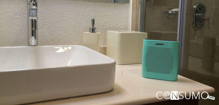 #Bocina portatil #bose sobre #lavamanos en el #baño.
