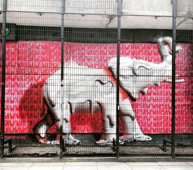 Sometimes places we've seen like a hundred times are still the most undiscovered. I've never seen that elephant! #travel #travelling #urban #city #colors #pink #funny #design #monument #warsaw #minimedge