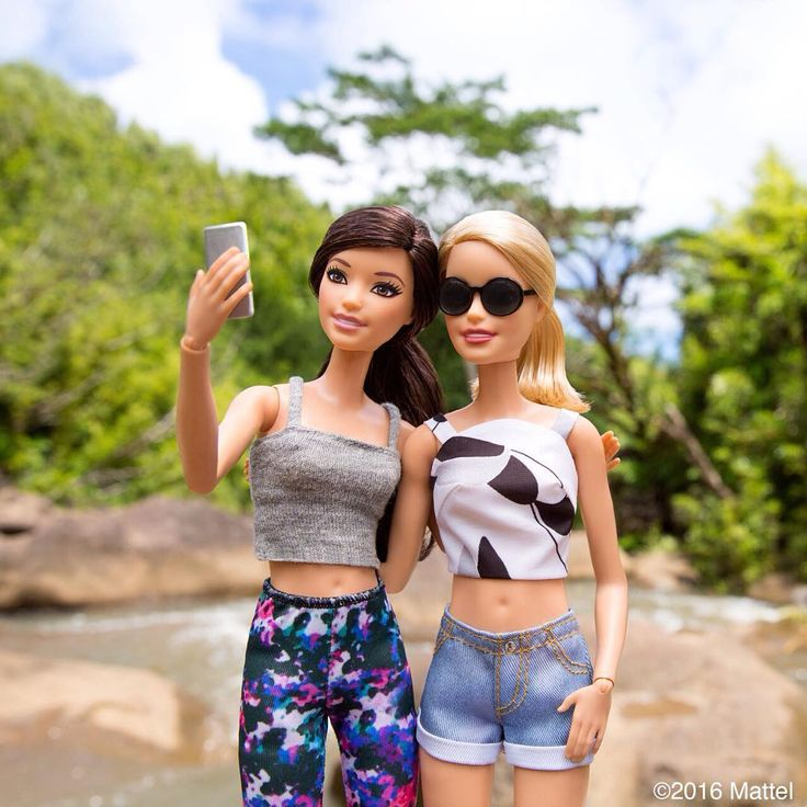 A Hawaiian hike is a must on our island itinerary!  #barbie #barbiestyle