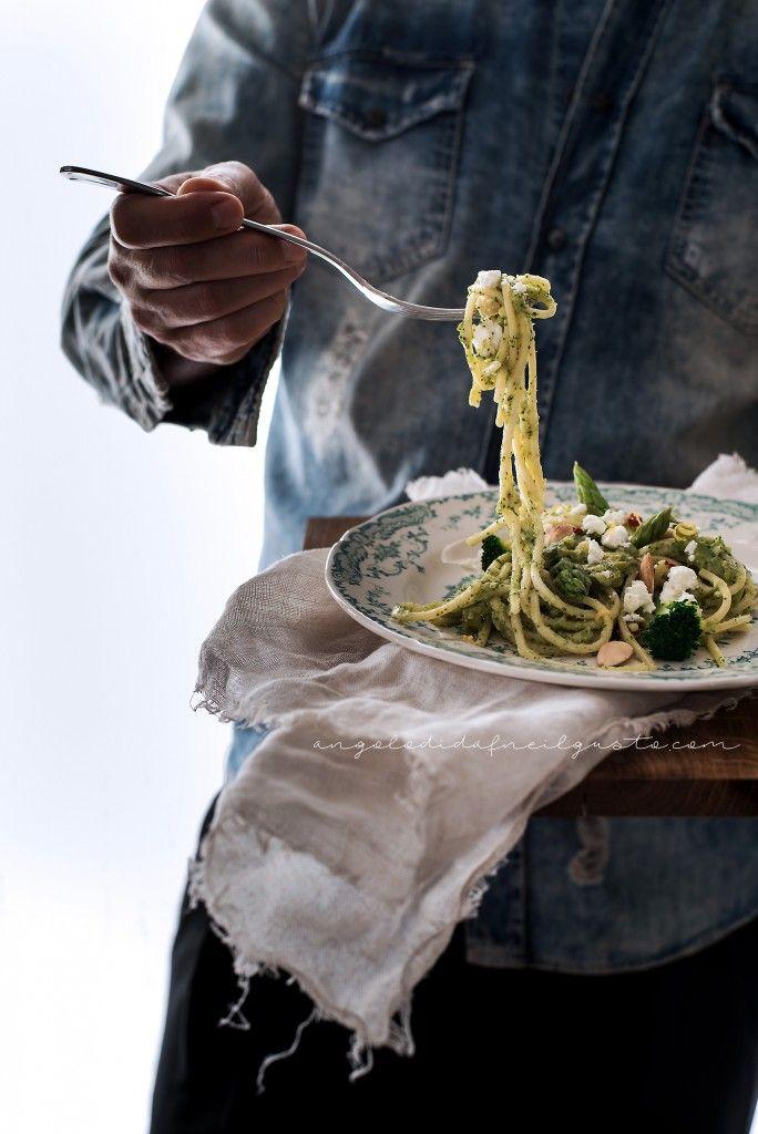 Spaghetti broccoli asparagi e feta