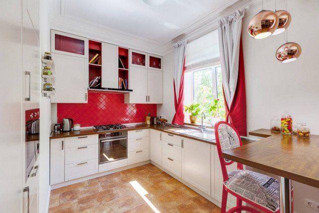 rideaux-cuisine-doubles-blanc-rouge-cuisine-blanche-credence-carreaux-rouges rideaux de cuisine