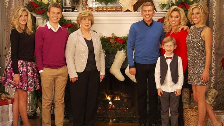 The Chrisley Family celebrates the holiday season gathered around the tree taking a look at some never-before-seen footage from Season Two.