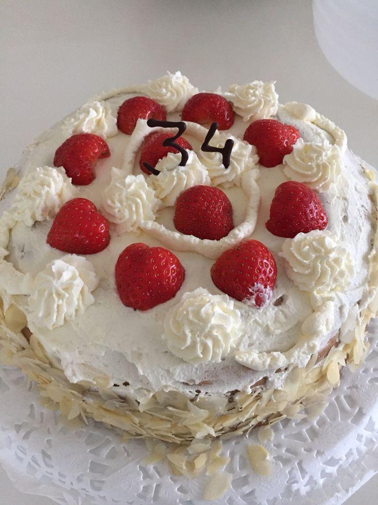 Slagroomtaart zelfgemaakt  recept van http://allrecipes.nl/recept/4717/snelle-aardbeien-slagroomtaart.aspx