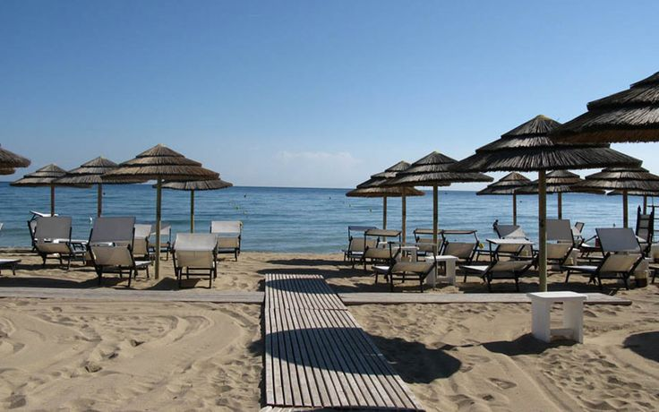 This peaceful private beach club in Brindisi has it ALL.  http://arialuxuryapulia.com/5-beaches-facilities-puglia/