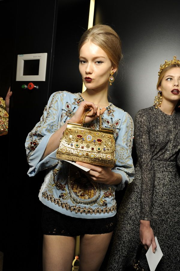 Backstage-at-the-Dolce-Gabbana-2014-Fall-Winter-Womenswear-Collection-Show-Makeup-Tips_39