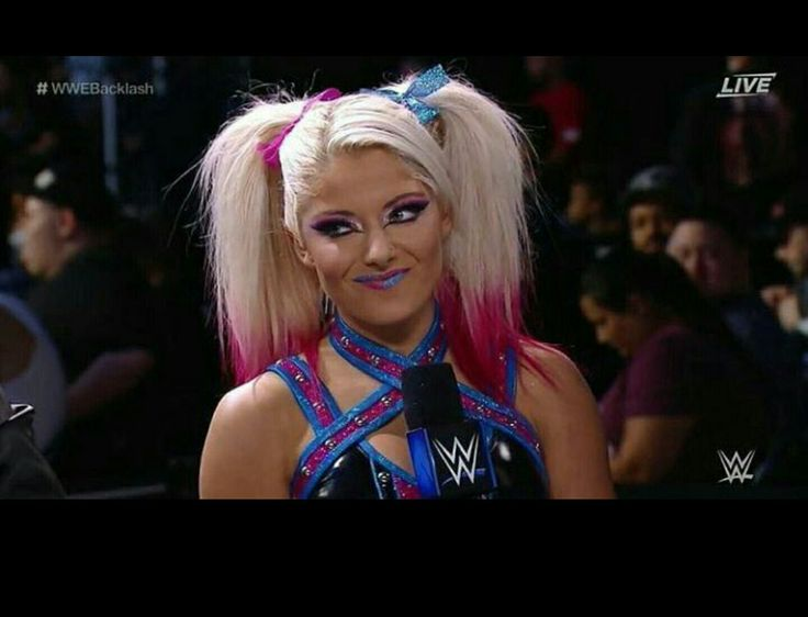 Alexa bliss the new harley quinn of the wwe its a great look for her