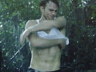 "When Wade got caught in the rain. | Community Post: 14 Moments That Made You Keep Watching ""Hart Of Dixie"""