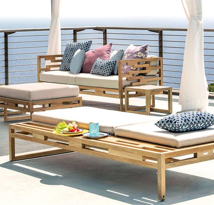 Sofa, coffe tables and sundeb