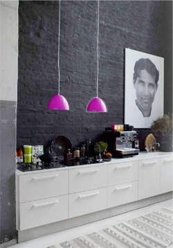 love the dark wall & pink pendant lamps