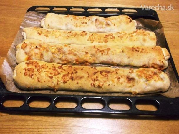 Plnené pizza štangle s cesnakovým dressingom (fotorecept)
