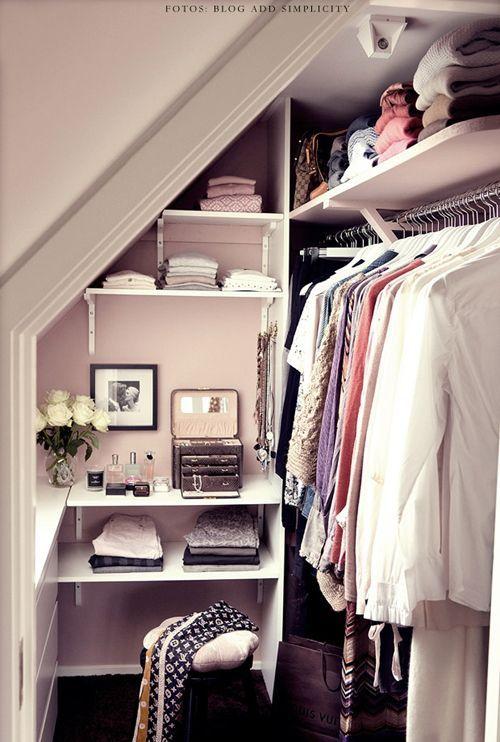 20 idee per organizzare una cabina armadio in un piccolo appartamento!