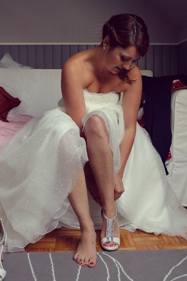 Préparatifs habillage mariée chaussures